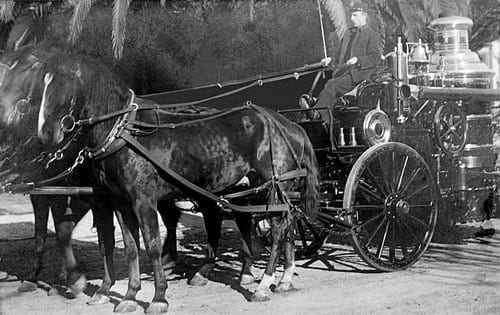 1904 Nott Steam Pumper in service