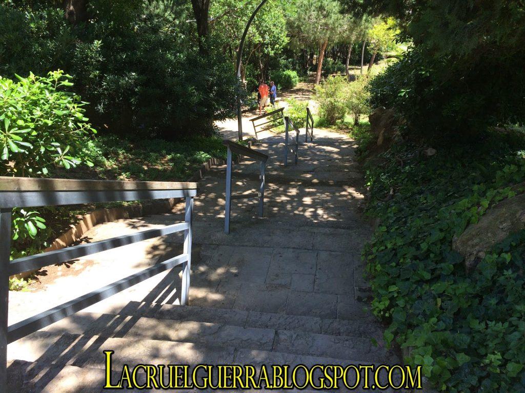 escaleras parque montjuic