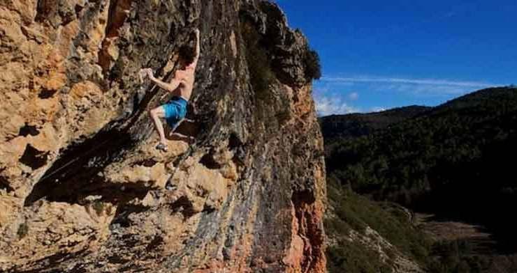 Adam Ondra in Neanderthal - Santa Linya