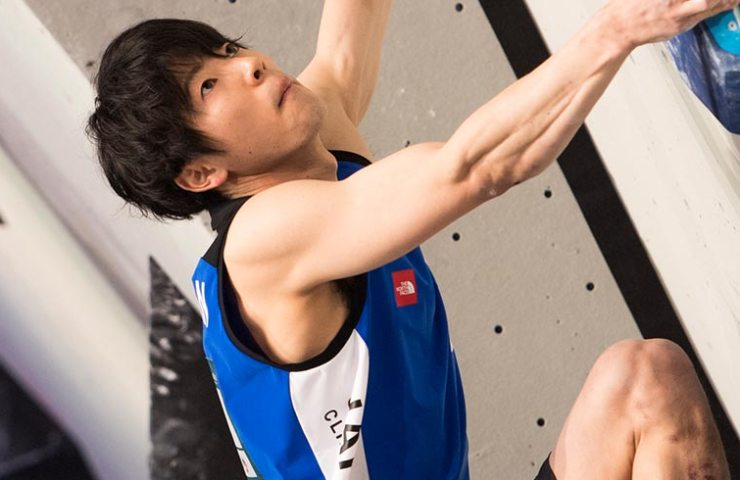 Japaner Kokoro Fujii in der Qualifikation am Boulderweltcup in Meiringen
