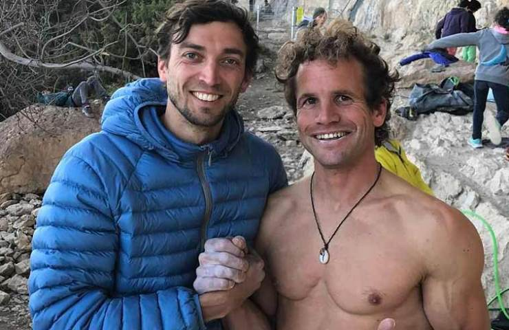 Roger Schaeli climbs Gorilas in Niebla at Oliana