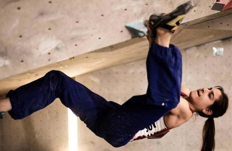 Rebekka Stotz an der Schweizer Bouldermeisterschaft 2017