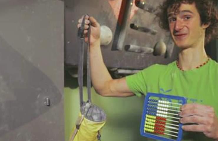 Adam Ondra in der Boulderhalle Kotelna in Brünn