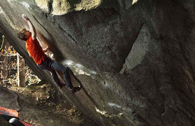 The legendary bouldering competition Melloblocco stops in Lugano / Cresciano