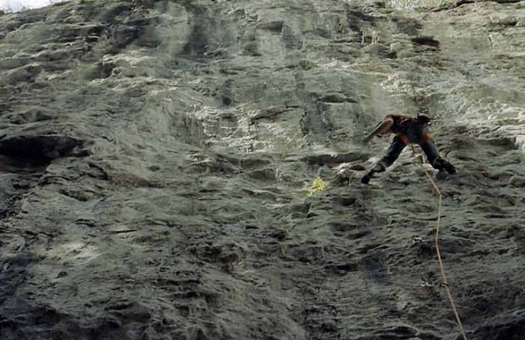 Matthias König opens with Finite Infinity the first 9a in the Bernese climbing area Lehn