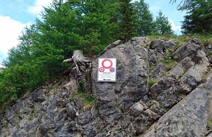 Achtung: Parkverbot im Klettergebiet Rawyl unbedingt befolgen