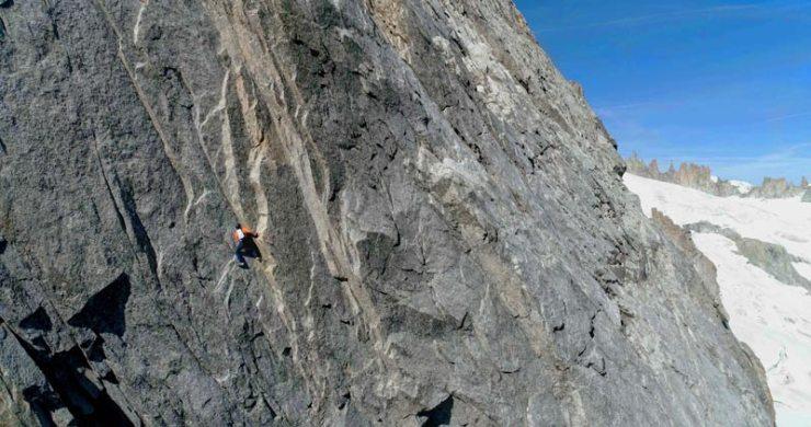 Dani-Arnold-bei-der-Speed-Begehung-an-der-Grandes-Jorasses-Nordwand