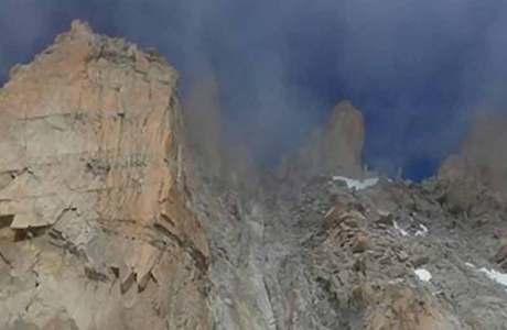 Felssturz an der Cosmique Arête am Mont Blanc
