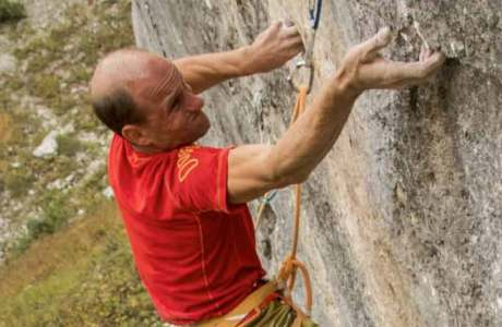 Cedric Lachat wiederholt La Cène du Roi Lézard (9a+) im Klettergebiet Jansegg