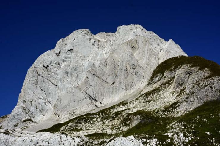 Ein imposantes Stück Fels - Der Altmann im Alpsteingebirge (Bild Tim Marklowski).
