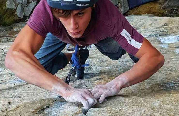 Nicolo Balducci klettert die Route Gondo Crack (8c) im Trad-Stil