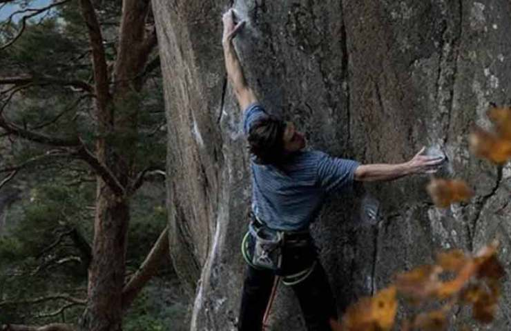 Shawn Raboutou: Route L'Oeuvre (8c + / 9a) and Boulder Foundation Edge (8c) summarily summoned