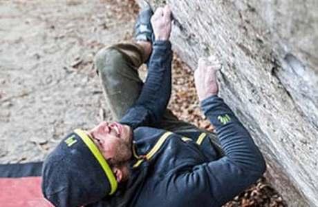 Alexander Rohr klettert die beiden 8b-Boulder Merlin et la Bête und Bloc à Robi SD an einem Tag