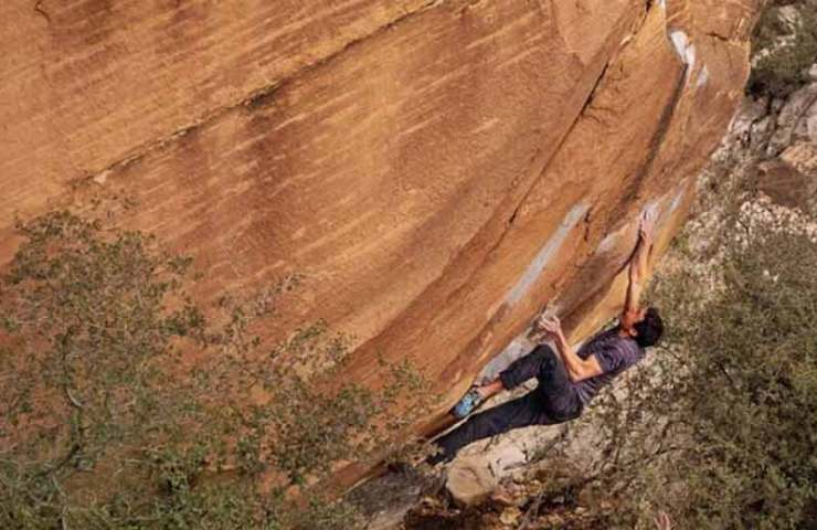 Keenan Takahashi wiederholt den 8c-Boulder Kintsugi