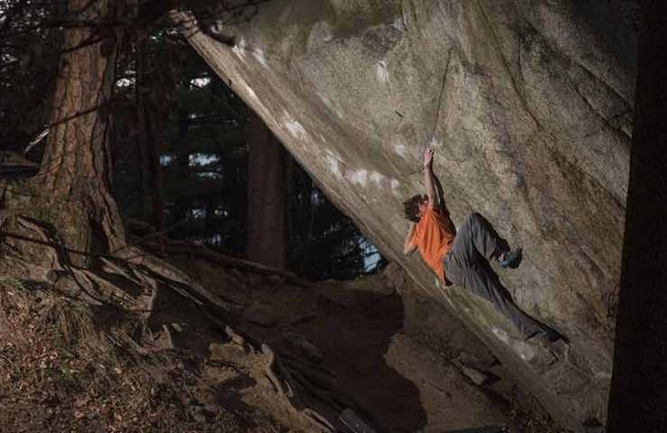 Giuliano-Cameroni-eröffnet-mit-REM-schon-wieder-einen-8c+-Boulder-in-der-Schweiz