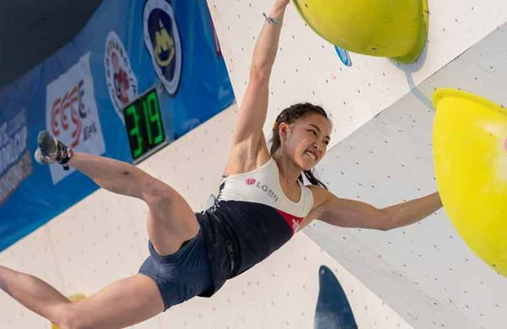 Janja Garnbret und Manuel Cornu gewinnen den Boulderweltcup in Chongqing