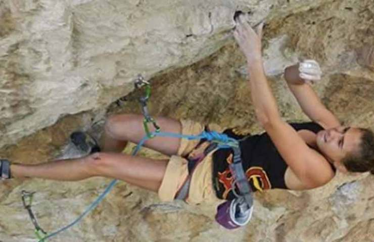 18-year-old Laura Rogora manages the first ascent of Réveille-toi (9a)