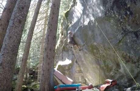 Dave von Allmen eröffnet Highball Boulder Shazam im Magic Wood