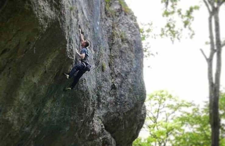 Kevin Heiniger holt sich eine Begehung der historischen Route Ravage (8b+/8c)