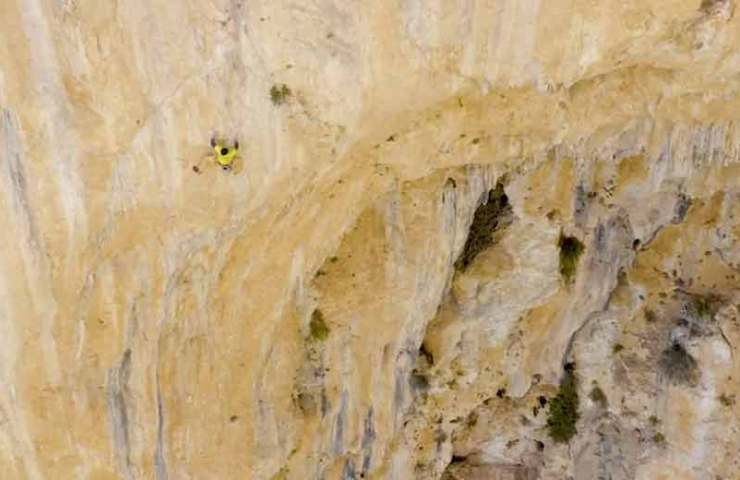 Top climber Seb Bouin sets up Megalinie Lily's Eye with the support of his mother