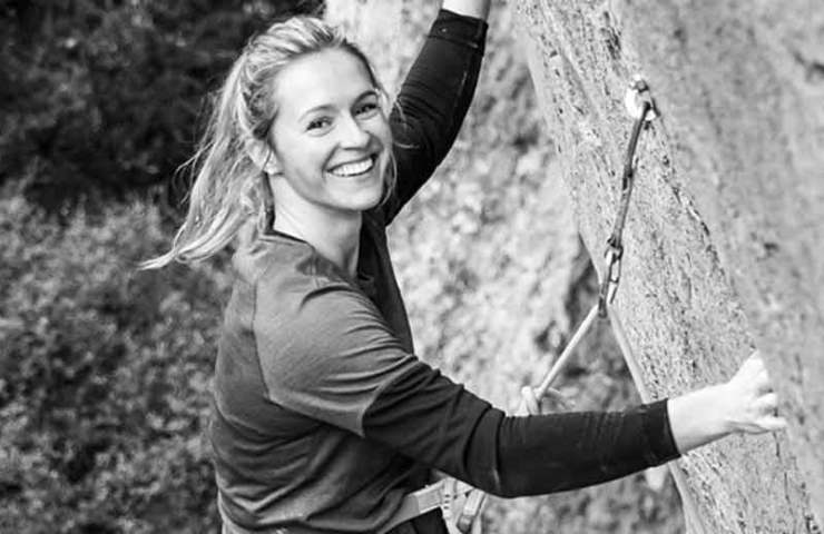 Julia Chanourdie begeht Super Crackinette (9a+) in Saint-Léger du Ventoux