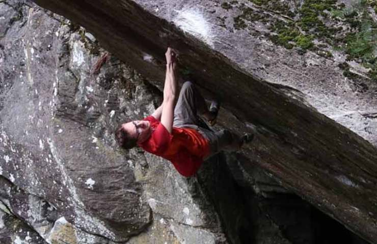 Stefan Scarperi: 8c-boulder iron (sit) committed