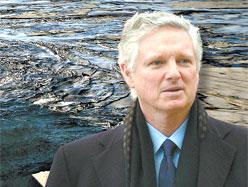 Desmarais Jr. membre du CA de Total, devant les sables, dans ce photo-montage du Journal de Montréal