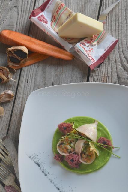 Calamari tagliati con ripieno di verdurine all'aglio nero e provola con spugne di rapa rossa su crema di piselli
