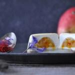 Bavarese al cocco con inserto di pere e zafferano
