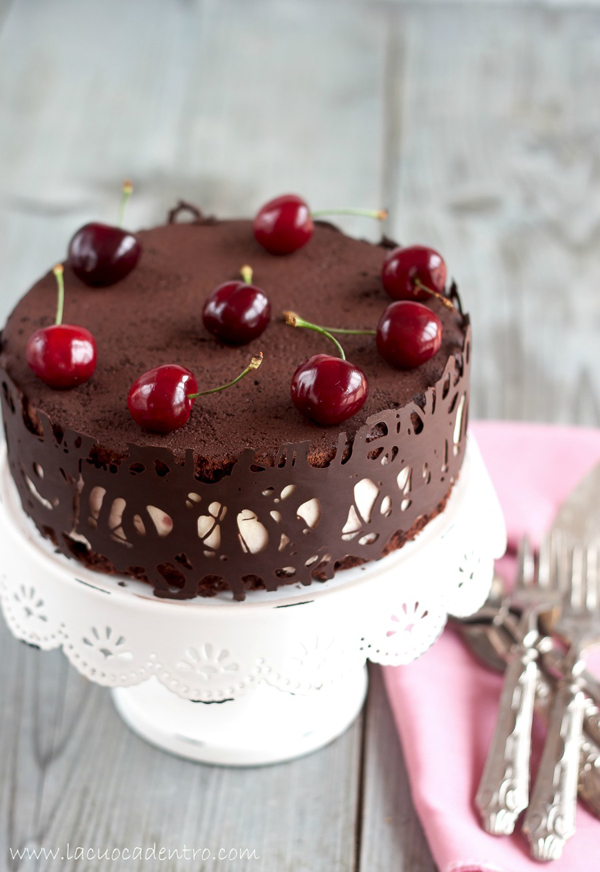 torta al cioccolato bavarese al cioccolato bianco e ciliegie
