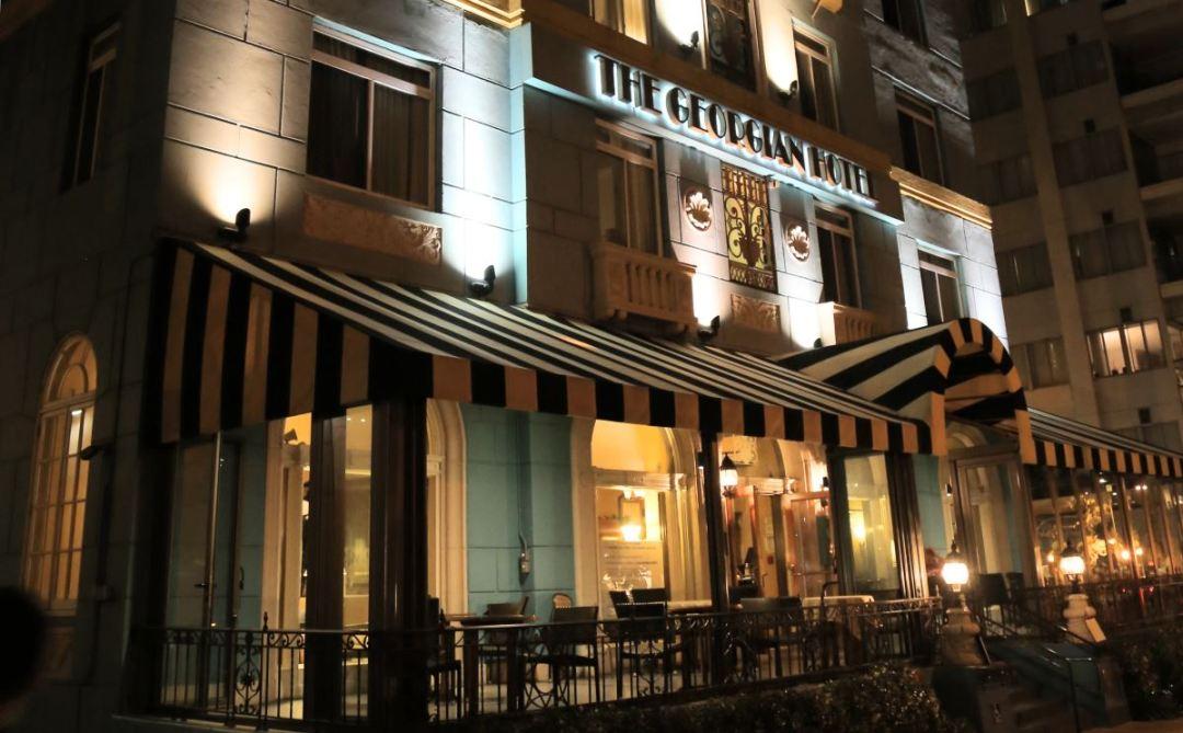 The Veranda at the Georgian Hotel