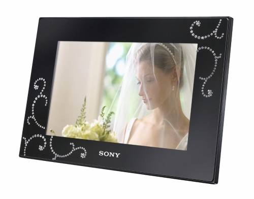 Sony Launches Digital Picture Frame With CRYSTALLIZED - Swarovski Elements (2)