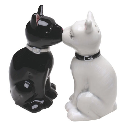 It s Cats Turn to Become Salt and Pepper Shakers