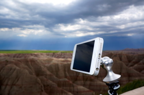 Mount Your Smartphone on the Windshield or Tripod with eleMount (5)