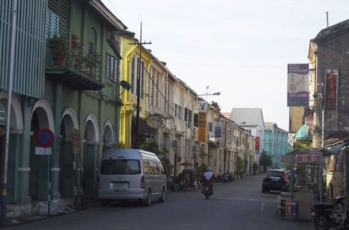 By Clay Gilliland from Chandler, U.S.A. (George Town Penang, Malaysia) [CC-BY-SA-2.0 (http://creativecommons.org/licenses/by-sa/2.0)], via Wikimedia Commons