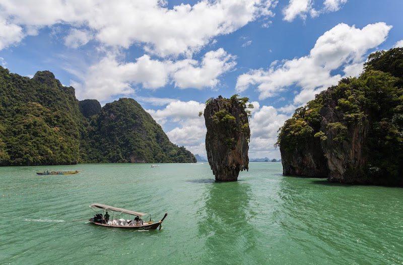 Phang Nga Bay, Wikimedia Commons, Poco a poco, https___en.wikipedia.org_wiki_Ao_Phang_Nga_National_Park#_media_File_Isla_Tapu,_Phuket,_Tailandia,_2013-08-20,_DD_36