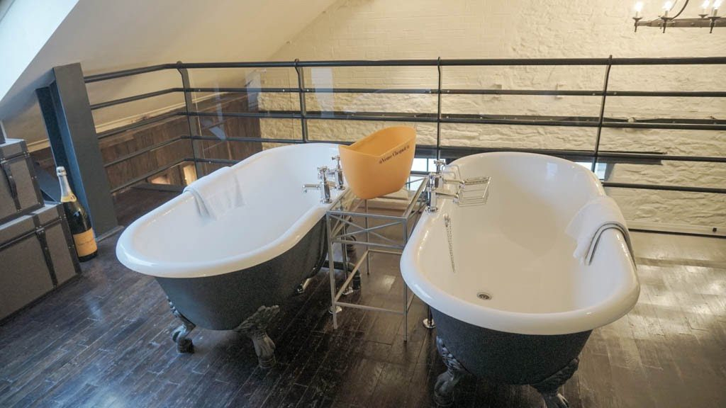 Bathroom suite at Hotel du vin Bristol | Ladies What Travel