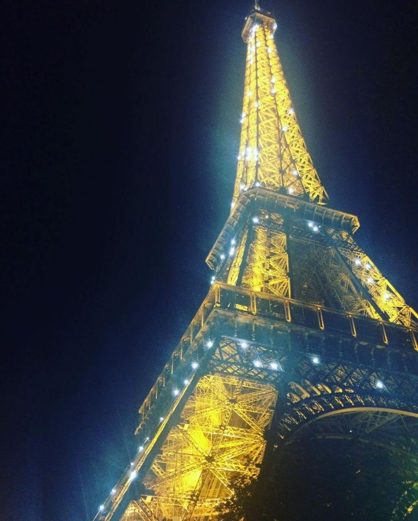 eiffel tower at night   Ladies What Travel