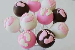 http://www.cup-cakes.com/baby-shower-cake-pops/5807141132_f70c5ab256_z1/