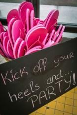 640_roze-slippers-mand-daarvoor-krijtbord