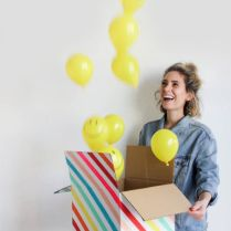 http://ohhappyday.com/2016/02/mini-party-in-a-box/