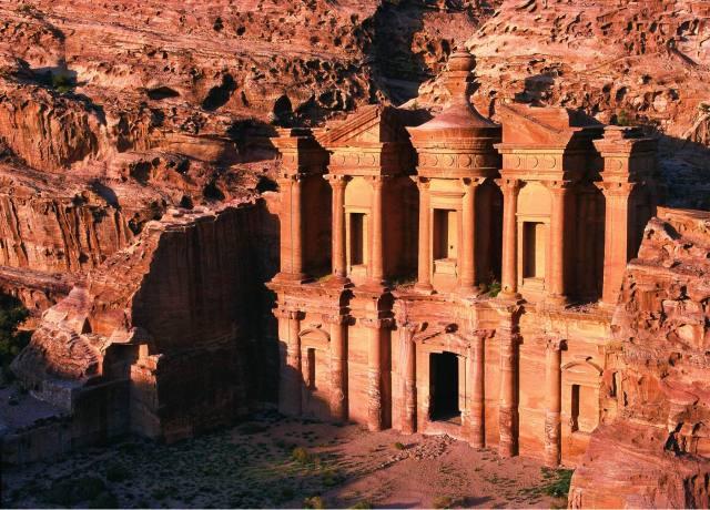 http://traveloo.nl/wp-content/uploads/2012/12/Jordani%C3%AB-Petra.jpg