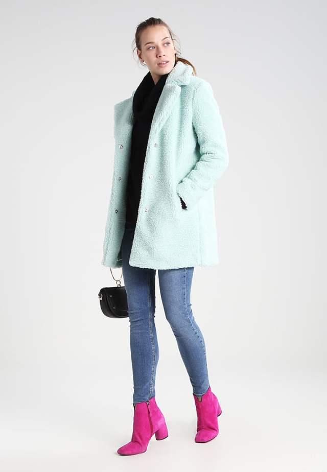 Glamorous faux fur green