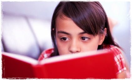Resultado de imaxes para niña de 10 años con libro