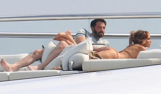 Jennifer Lopez And Ben Affleck RECREATE That Video Scene