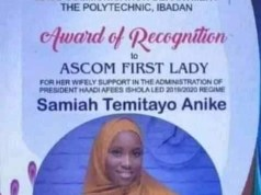 Ibadan Polytechnic Mass Comm students give award to girlfriend of their President for her wifely support