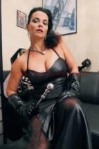 Domina Lady Alina im Fetisch Outfit Abendkleid-leder-1