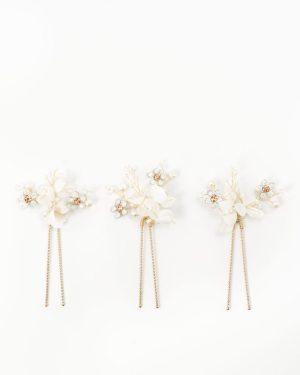 épingle cheveux mariage avec fleurs blanches clochette