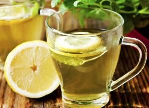 Acqua e limone, disintossica ma attente ai denti