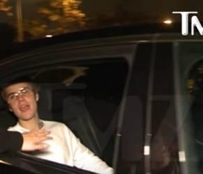 Justin Bieber choc: spacca il labbro a un fan con un pugno